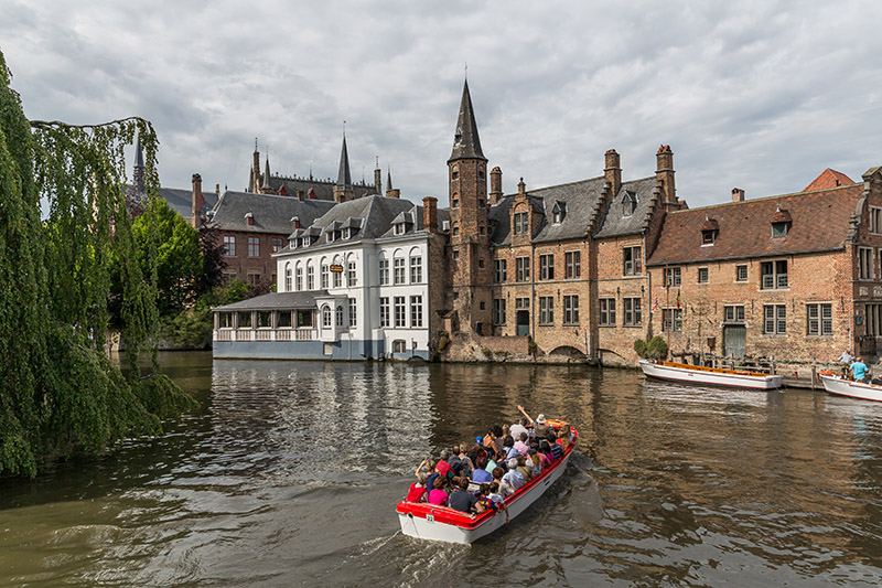 canal-boat-tour-in-brugge