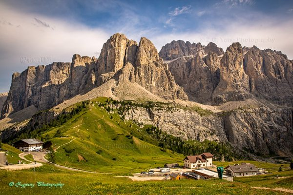 Dolomite peaks at San Cassiano