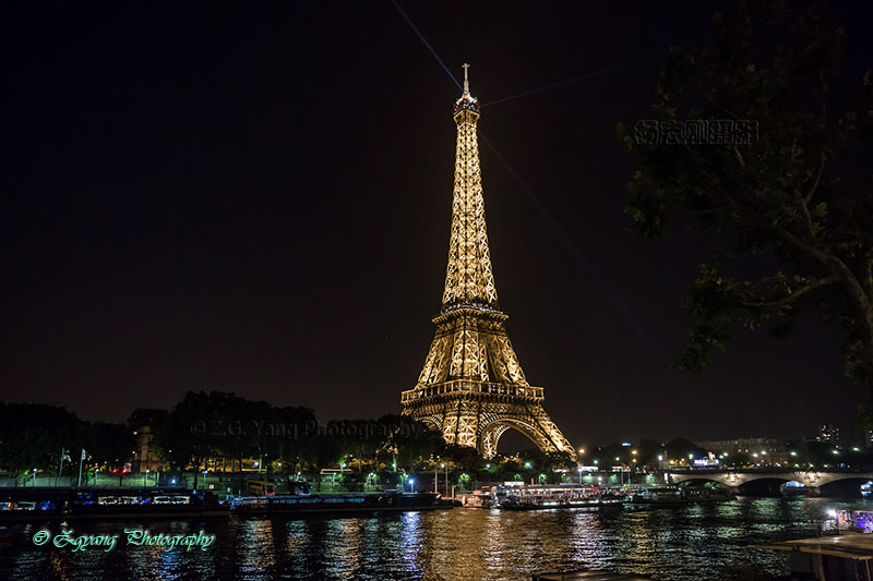 eiffel-tower-by-night