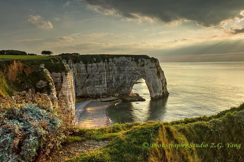 etretat-cliffs-at-sunset-moment-1