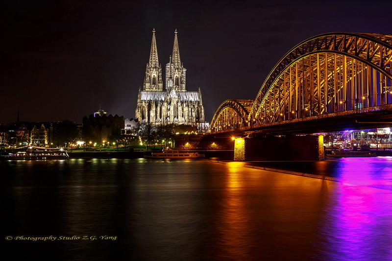 cologne-cathedral-and-hohenzollern-bridge