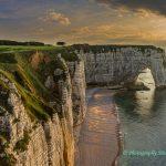 法国埃特尔塔海滩峭壁怪石