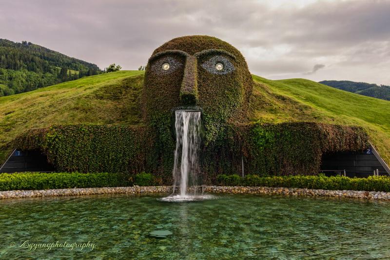 swarovski-museum-entrance-fountain