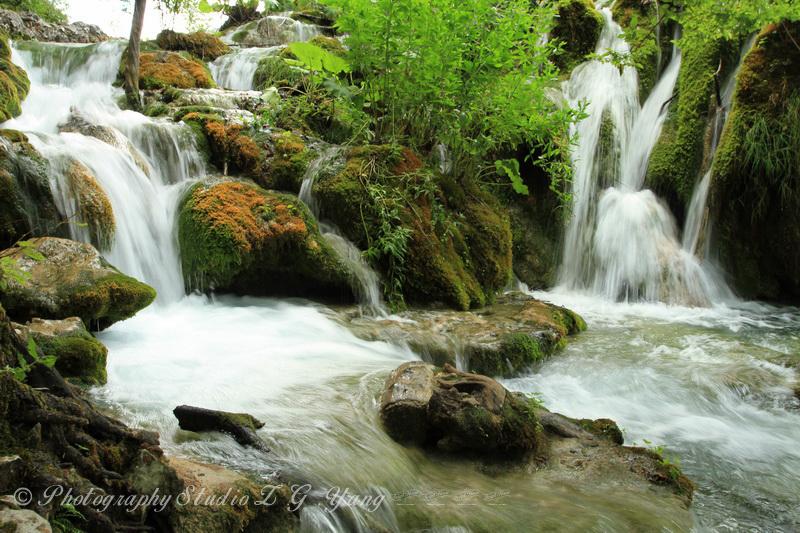 waterfall-at-lake-plitvice
