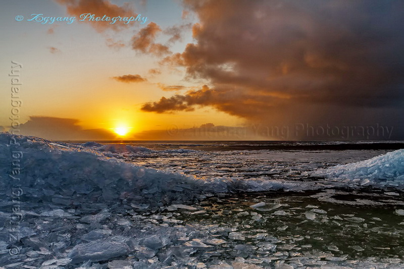 drifting-ice-and-sunset-at-lakeside-urk