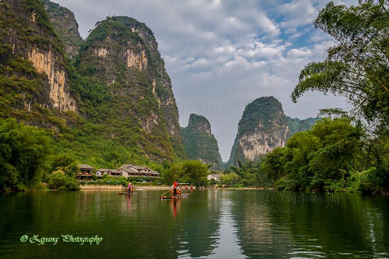 bamboo-boat-rafting-along-yulong-river